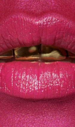 На фото помада Ellis Faas Hot Lips