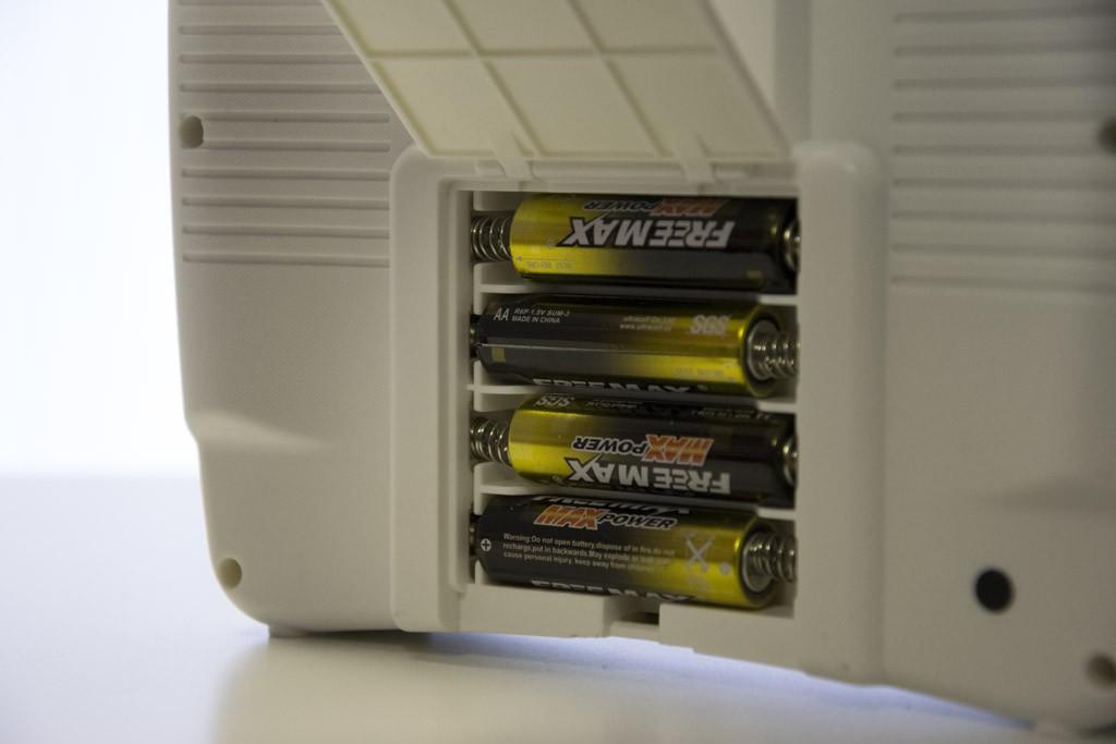 Четыре батарейки типа АА