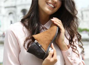На фото — женская обувь Raxmax