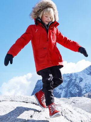 На фото красный детский комбинезон Reima